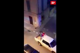 Spiderman saluda a los niños en Mallorca