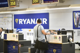 Passengers at the Ryanair desk