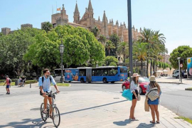 Slump in tourist bookings forcing Balearic Hoteliers to close earlier than planned.
