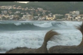Strong winds and high seas in Soller.