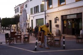 Bar closing in Menorca.
