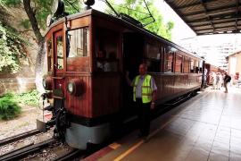 Mallorca - From Soller to Palma - Tram & Train HD