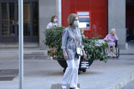 Queen's Sofia last year strolling through Palma streets during her summer holidays