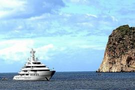 Megayacht 'Infinity', anchored in Paguera