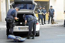 Palma police (Mallorca) searching for drugs