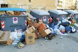 Rubbish piling up because of a strike in Mallorca