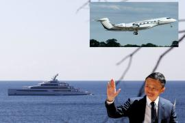"""Jack Ma with his superyacht """"Zen"""" and his private plane"""