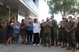 Balearic President, Francina Armengol with Colonel Quiroga and troops.