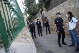Police outside the Norai Centre in Son Roca.