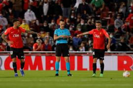 Real Mallorca's Dani Rodríguez and Antonio Sánchez against Sevilla.